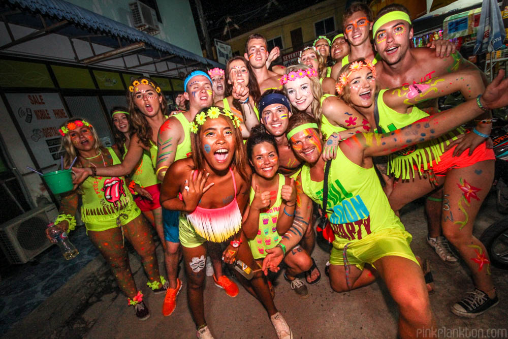 full moon party group photo