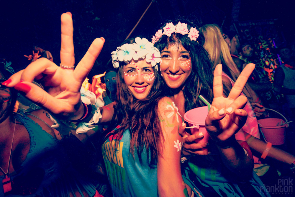 girls at full moon party peace sign