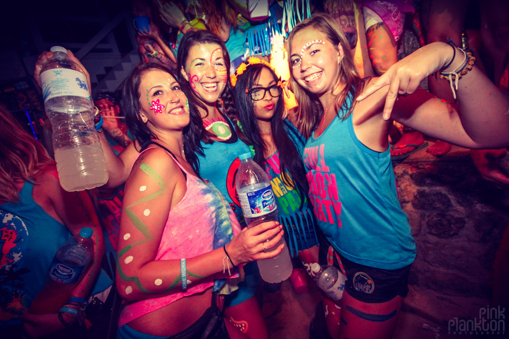 girls at Full Moon Party