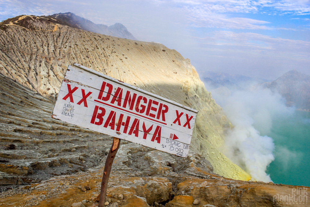 Kawah Ijen danger sign