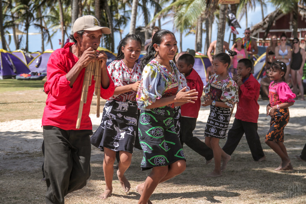 kuna people of san blas islands panama dancing