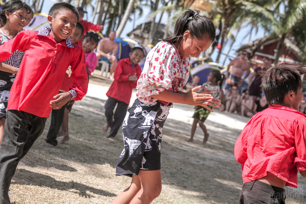 kuna people of san blas islands panama dancing