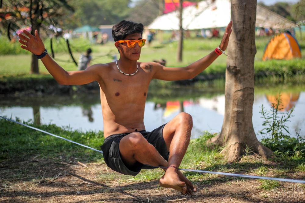 Festival Ometeotl man slacklining