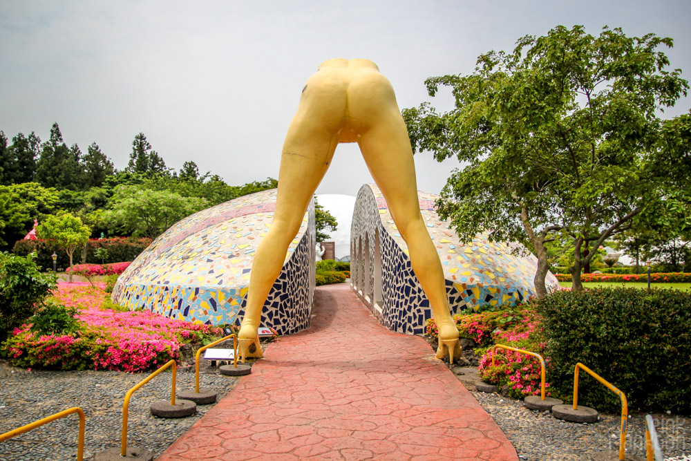 girls legs at Love Land in South Korea