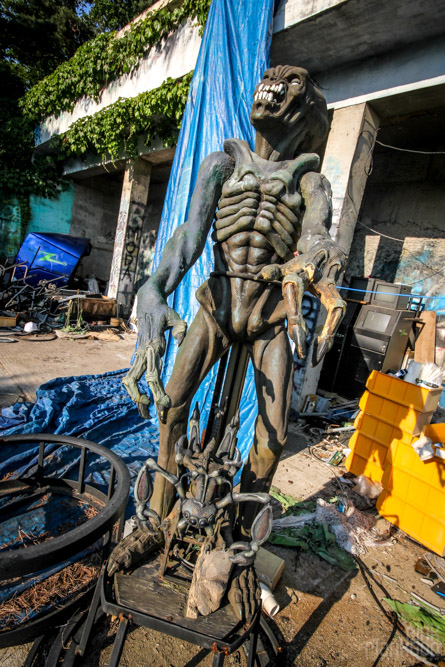abandoned alien statue at Yongma Land in Seoul