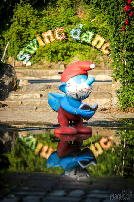 abandoned smurf statue at Yongma Land in Seoul