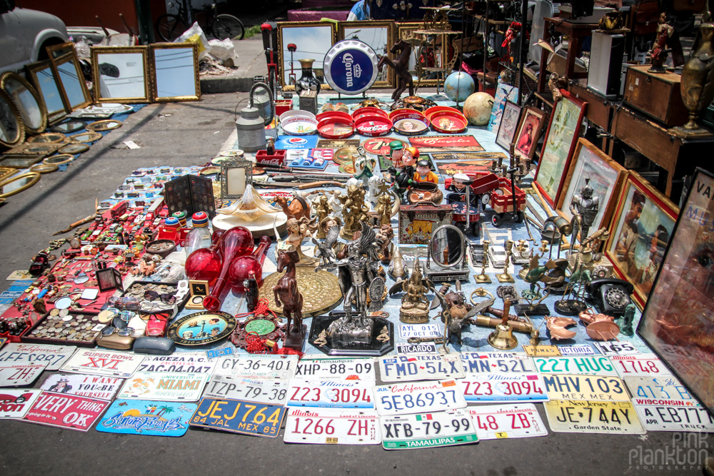 antique store in Mercado La Lagunilla in Mexico City