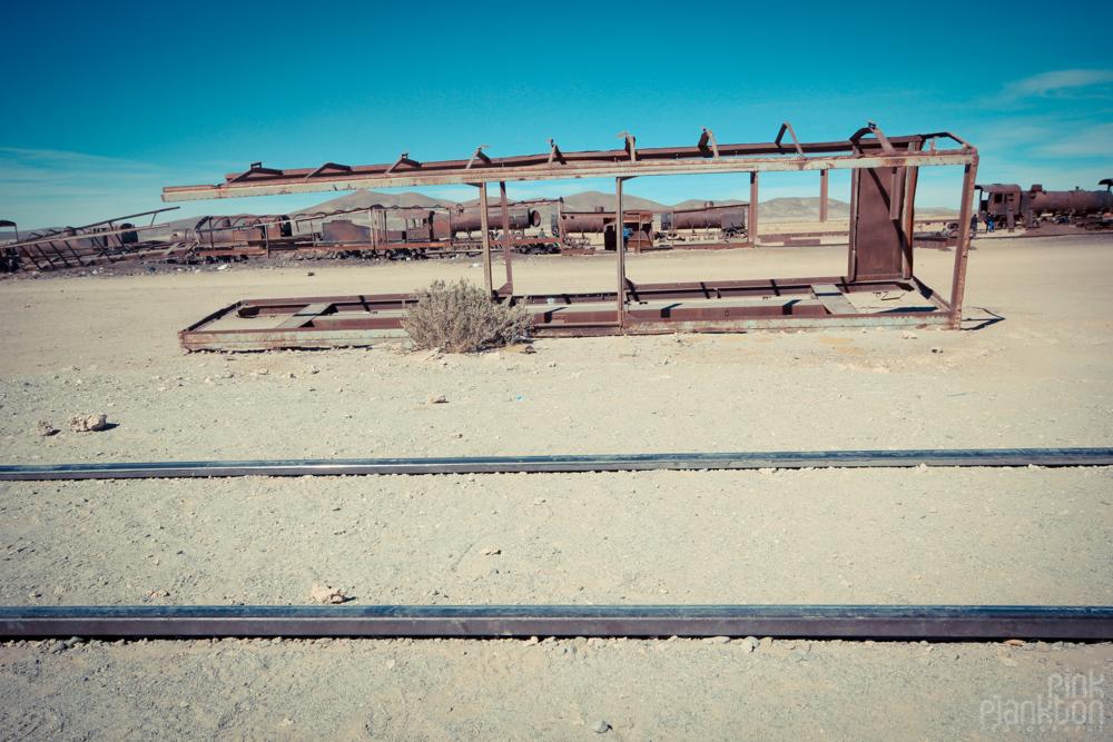 train-cemetery-bolivia-15